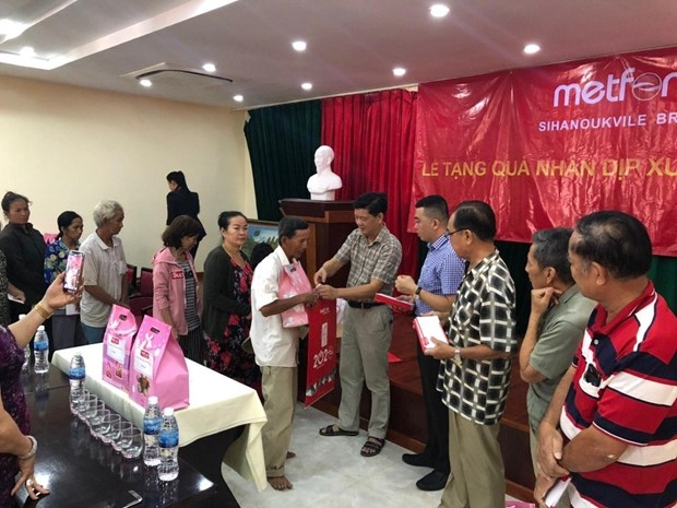 Vietnamese-Cambodians aided to enjoy happy Tet hinh anh 1