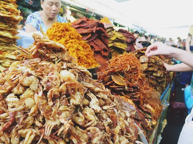 Local markets in central Vietnam, a magnet for foodies hinh anh 1