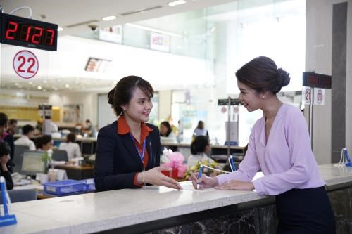 Hiking service revenue helps boost major joint-stock bank's profits hinh anh 1