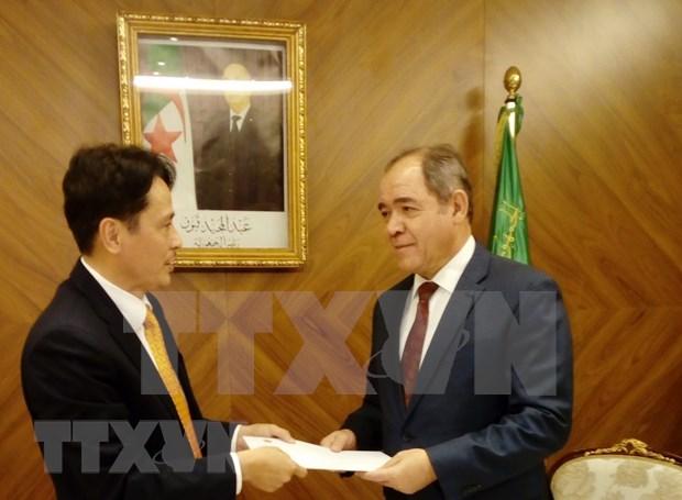 Vietnamese Ambassador to Algeria presents credentials hinh anh 1