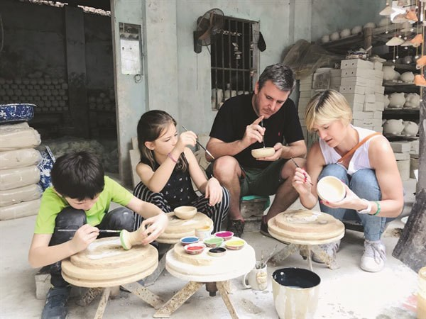 Bat Trang - A star of Hanoi craft village tourism hinh anh 1