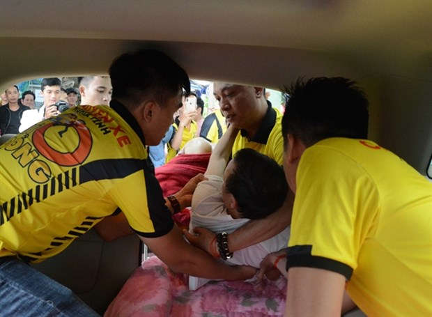 Volunteers offer helping hand to poor hospital patients hinh anh 1