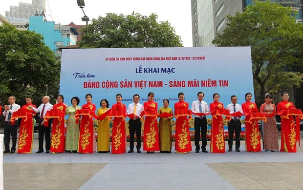 Photo exhibition on Party opens in HCM City hinh anh 1