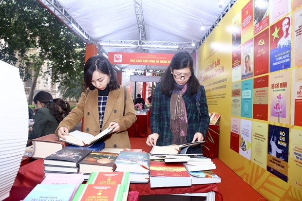 Hanoi book exhibition marks Party's 90th anniversary hinh anh 1
