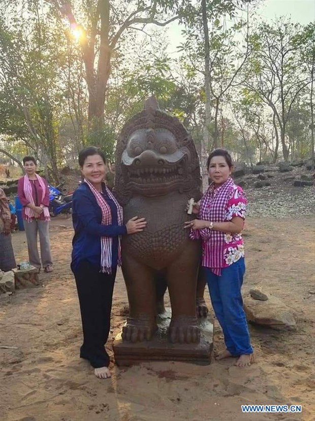 Ancient lion statue found at Cambodia's temple complex hinh anh 1