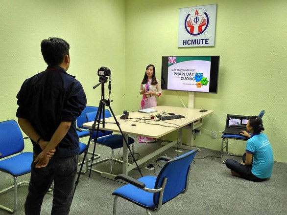 Online teaching offered during school closure hinh anh 1