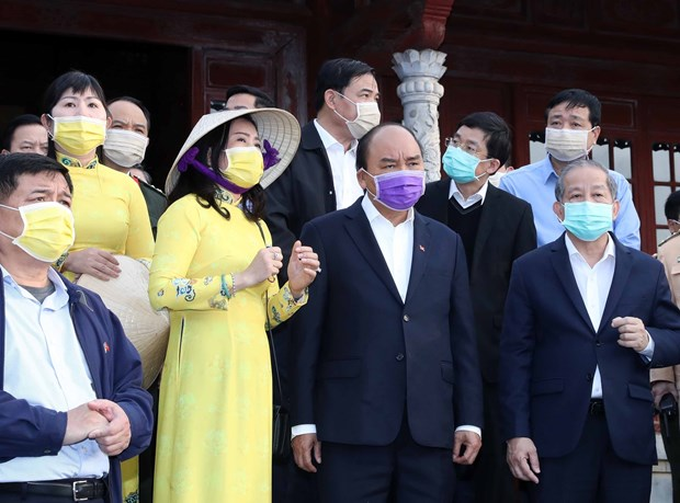 PM checks nCoV fight in Thua Thien-Hue hinh anh 1