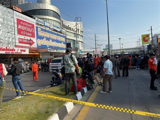 PM extends sympathy to Thailand over mass shooting hinh anh 1