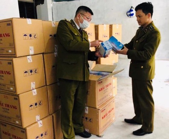 Chinese man found illegally storing large number of face masks hinh anh 1
