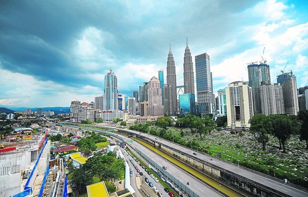 Malaysia's economic growth falls to 10-year low hinh anh 1