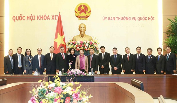 NA leader receives newly accredited diplomats of Vietnam hinh anh 1