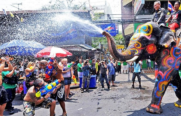 Thailand considers extending Songkran New Year holiday hinh anh 1