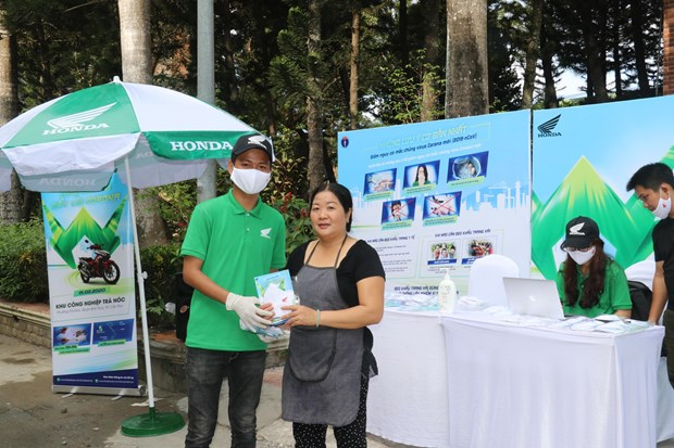 Workers in Can Tho assisted in COVID-19 prevention efforts hinh anh 1
