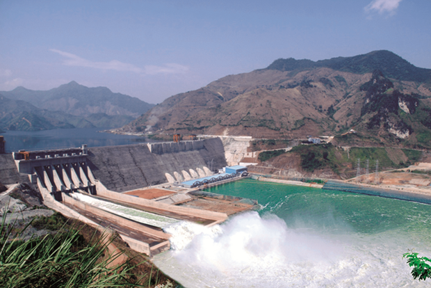 Son La hydropower company aims to produce more electricity in 2020 hinh anh 1