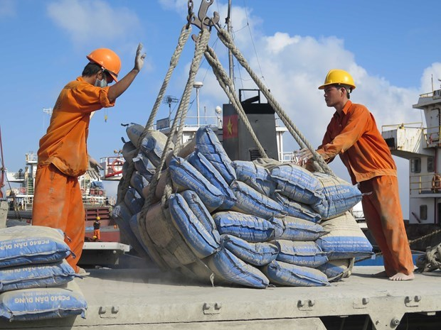 Cement demand to edge up 4-5 percent in 2020 hinh anh 1