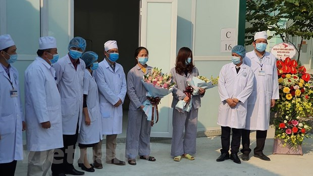 Two COVID-19 patients in Vinh Phuc discharged from hospital hinh anh 1