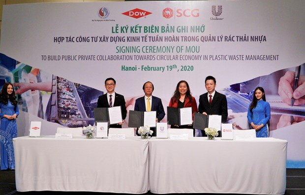Vietnam builds public private collaboration to address plastic waste hinh anh 1