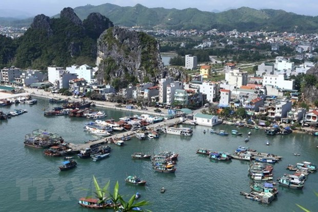 Van Don strives to become multi-sector marine economic zone by 2040 hinh anh 1