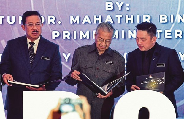 Malaysia launches policy to boost domestic automotive sector hinh anh 1