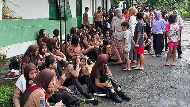 Indonesia: Flash flood kills at least eight trekking students hinh anh 1