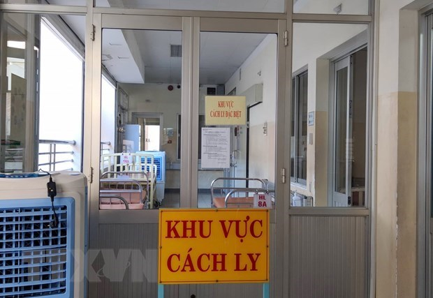 Returnees from RoK's coronavirus-hit areas under strict observation hinh anh 1