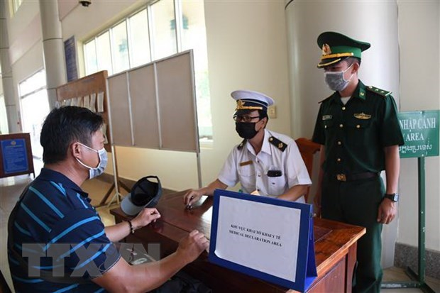 Interpreters needed for health checks at border gates: Health Ministry hinh anh 1