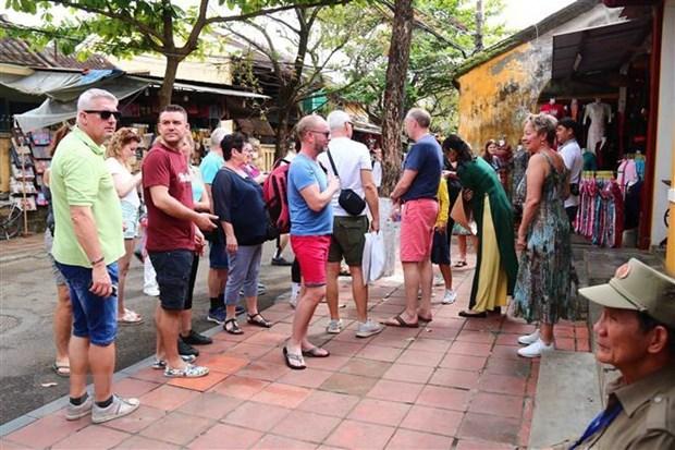Турфирмы призвали не принимать туристов из стран, пострадавших от COVID-19