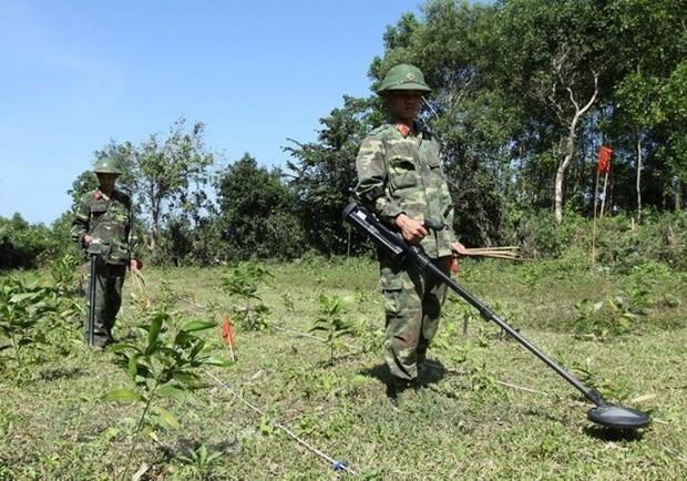 Vietnam, RoK address post-war bombs, mines hinh anh 1