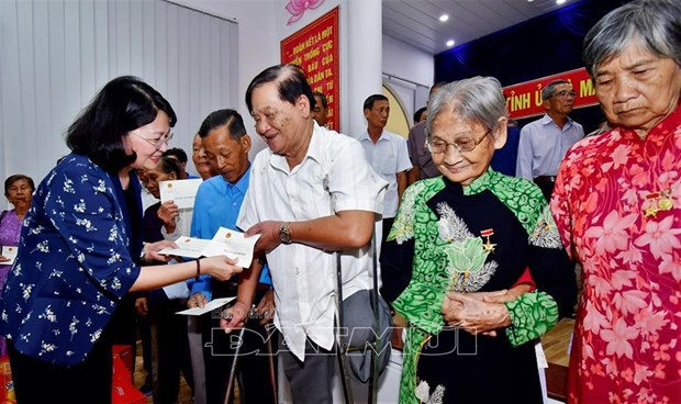 Vice President Dang Thi Ngoc Thinh visits Ca Mau province hinh anh 1