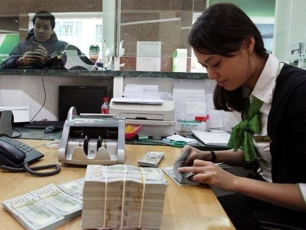 Reference exchange rate revised down 5 VND on February 27 hinh anh 1
