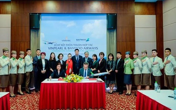 Bamboo Airways, Vinpearl cooperate to provide air-tourism products hinh anh 1