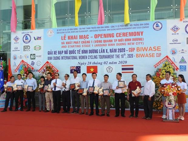 Binh Duong int'l women cycling tournament kicks off hinh anh 1