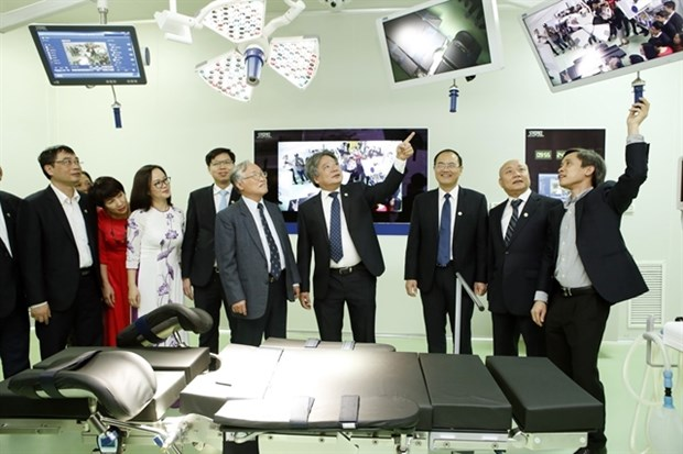 Vietnam-Germany Hospital launches two modern operating rooms hinh anh 1
