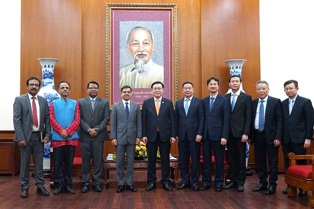India expected to become alternative supplier of textile materials for Hanoi hinh anh 1