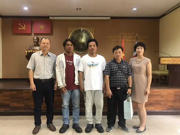 Vietnamese Embassy in Thailand receives rescued fishermen hinh anh 1