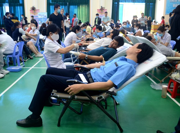 Da Nang workers join in blood donation programme hinh anh 1