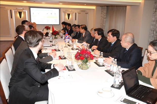 Vietnam seeks stronger economic cooperation with UK, India hinh anh 1