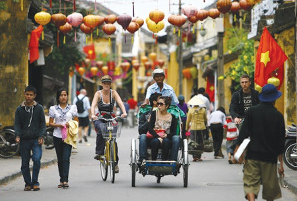 Central region offers tourism promotions as arrivals fall due to COVID-19 hinh anh 1