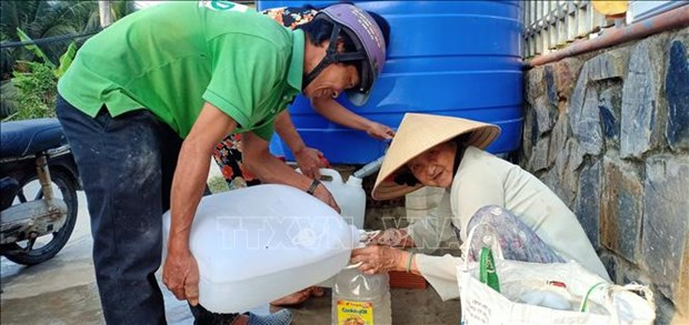 EU supports people affected by drought, saline intrusion in Vietnam hinh anh 1