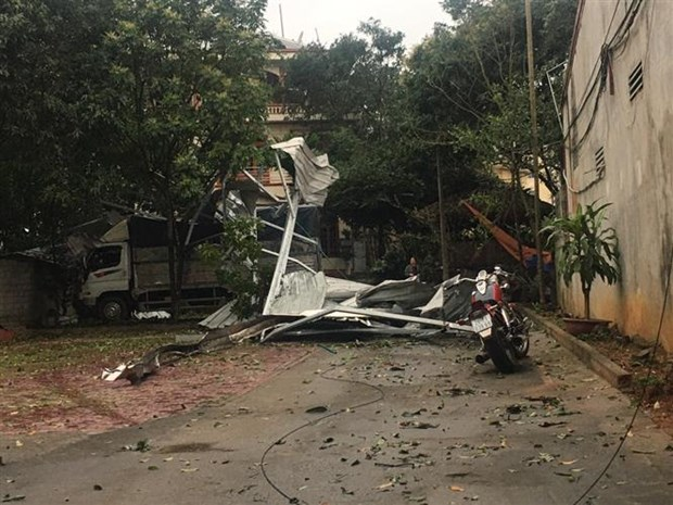 At least one killed as thunderstorms hit northern provinces hinh anh 1