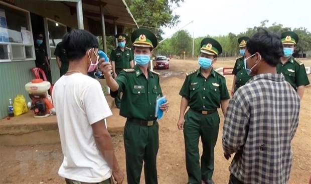 People entering Vietnam from Cambodia have to make medical declarations hinh anh 1