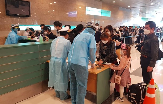 Over 1,800 passengers from epidemic-hit areas land in Can Tho hinh anh 1