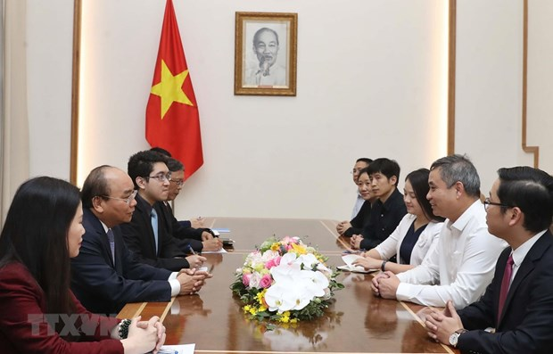 PM Phuc receives Chinese textile group's head in Vietnam hinh anh 1