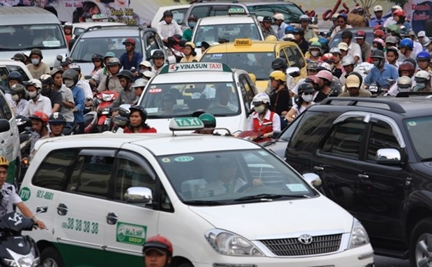 New decree to better regulate ride-hailing firms hinh anh 1