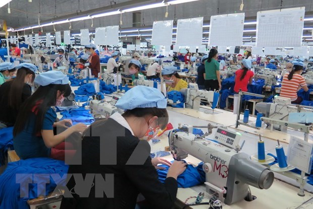 Nearly 74 percent of firms to go bankrupt if epidemic lingers: survey hinh anh 1