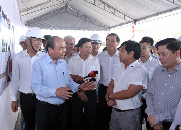 PM inspects progress of Trung Luong-My Thuan Expressway hinh anh 1