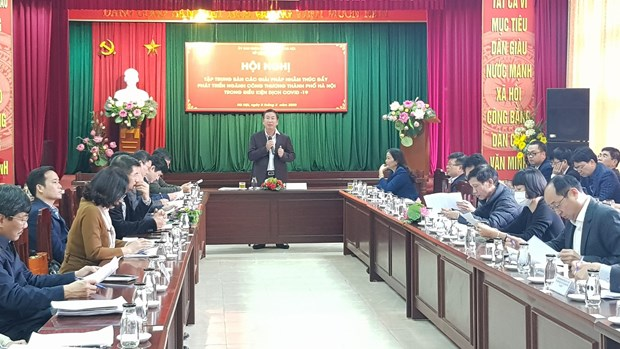 Hanoi vows to accompany firms through COVID-19 crisis hinh anh 1