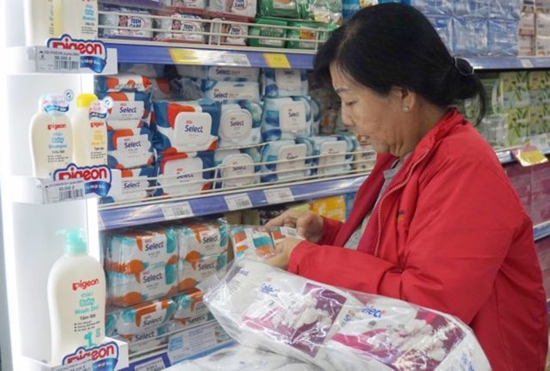 Consumer goods abundant, prices stable hinh anh 1
