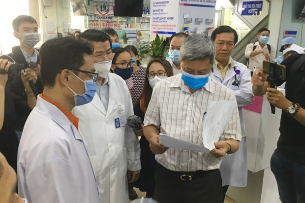 Private hospitals urged to stay alert to COVID-19 hinh anh 1