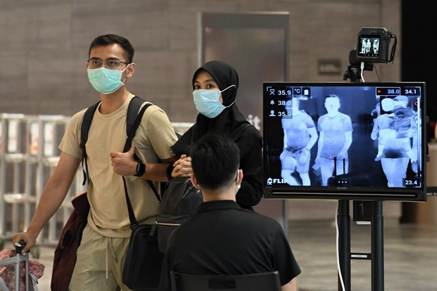 Singapore charges foreigners with COVID-19 for treatment hinh anh 1